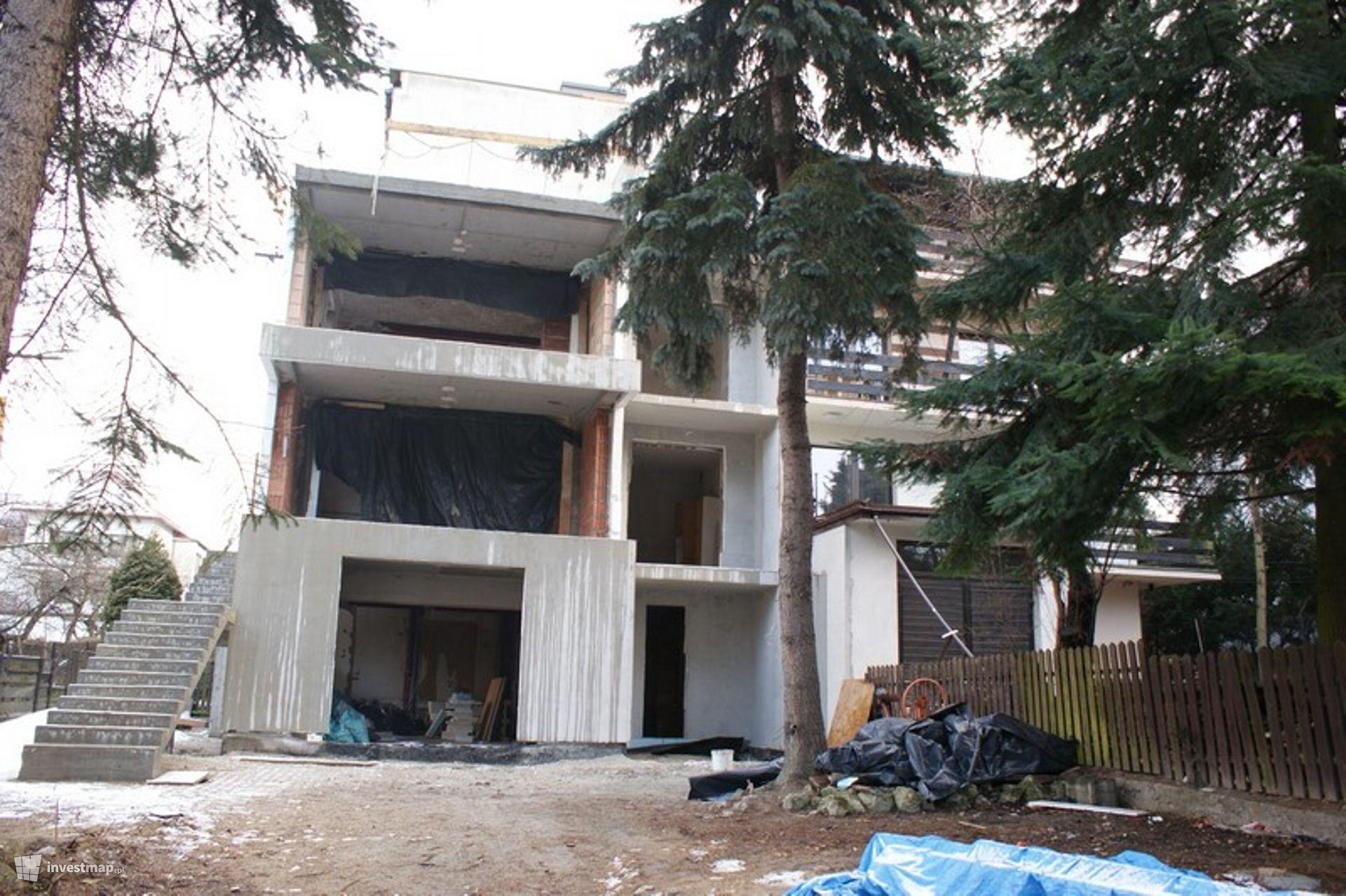 Budynek Mieszkalny, Al. Modrzewiowa 10B