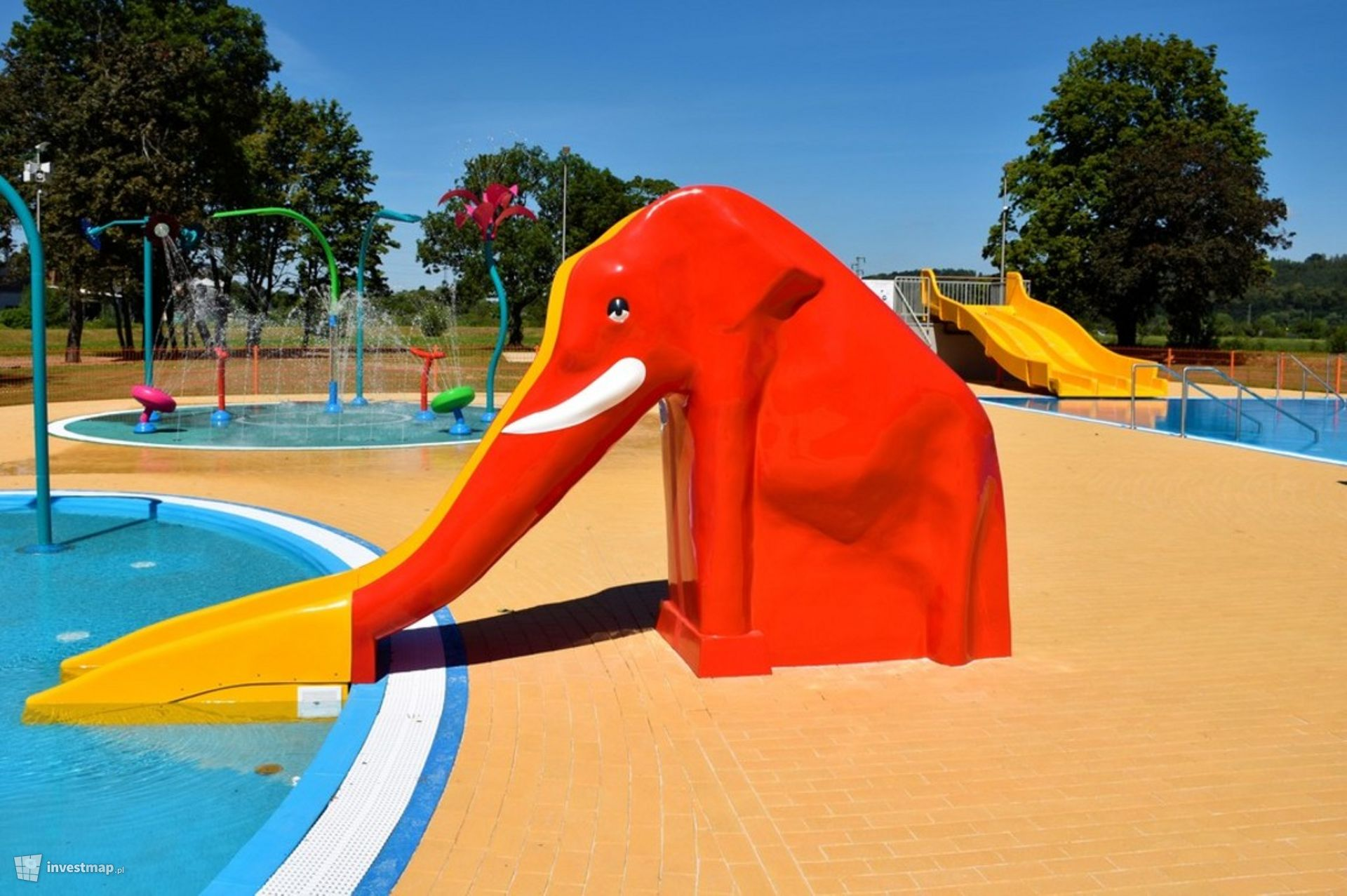 Kompleks rekreacyjny z basenami letnimi