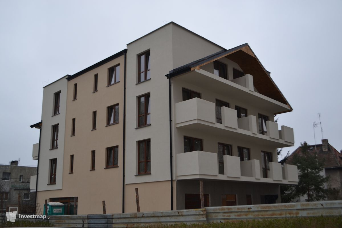 Zdjęcie Budynek wielorodzinny, ul. Dzierżoniowska fot. Jan Augustynowski