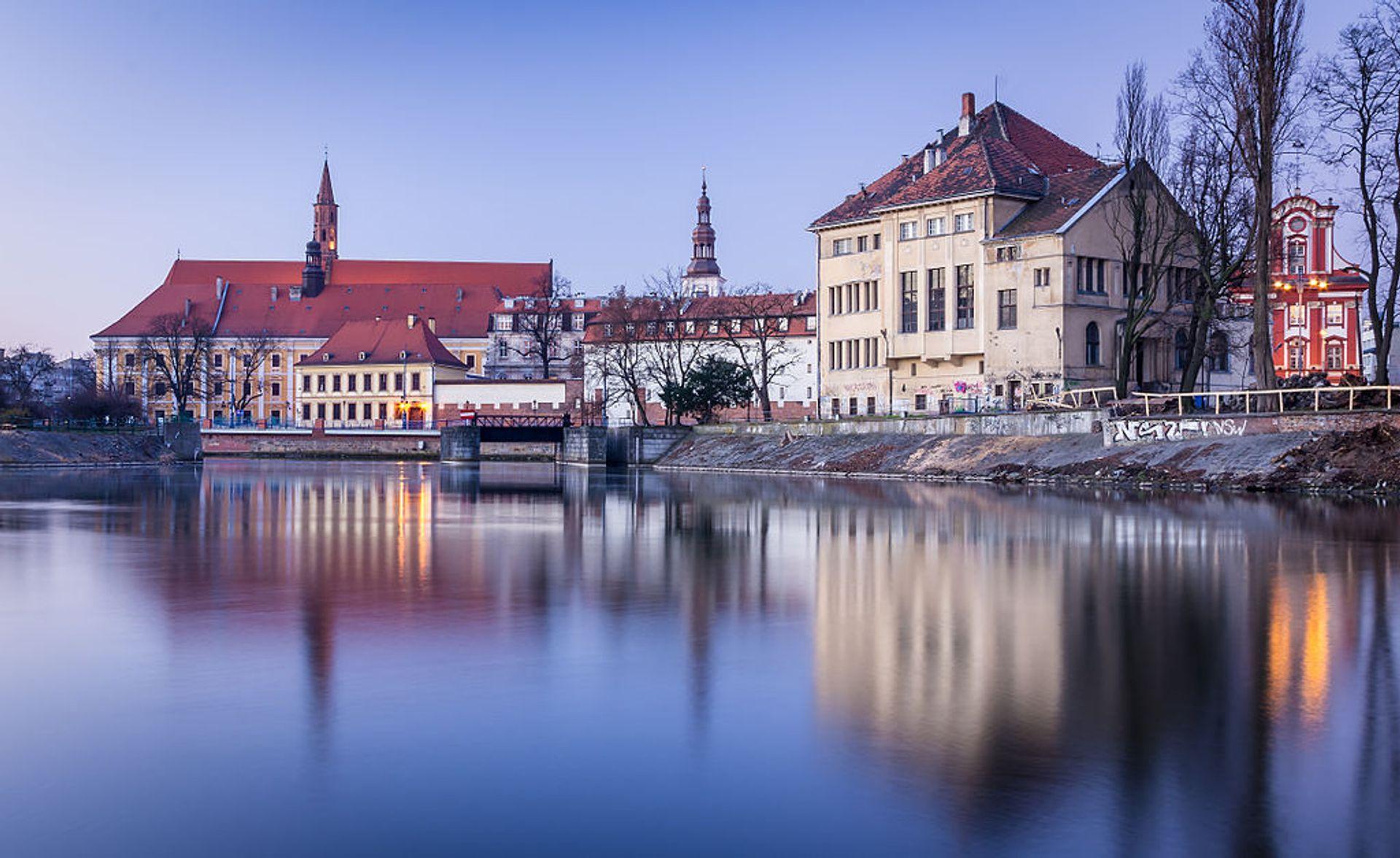[Wrocław] Połowa odrzańskiej wyspy w centrum miasta do kupienia