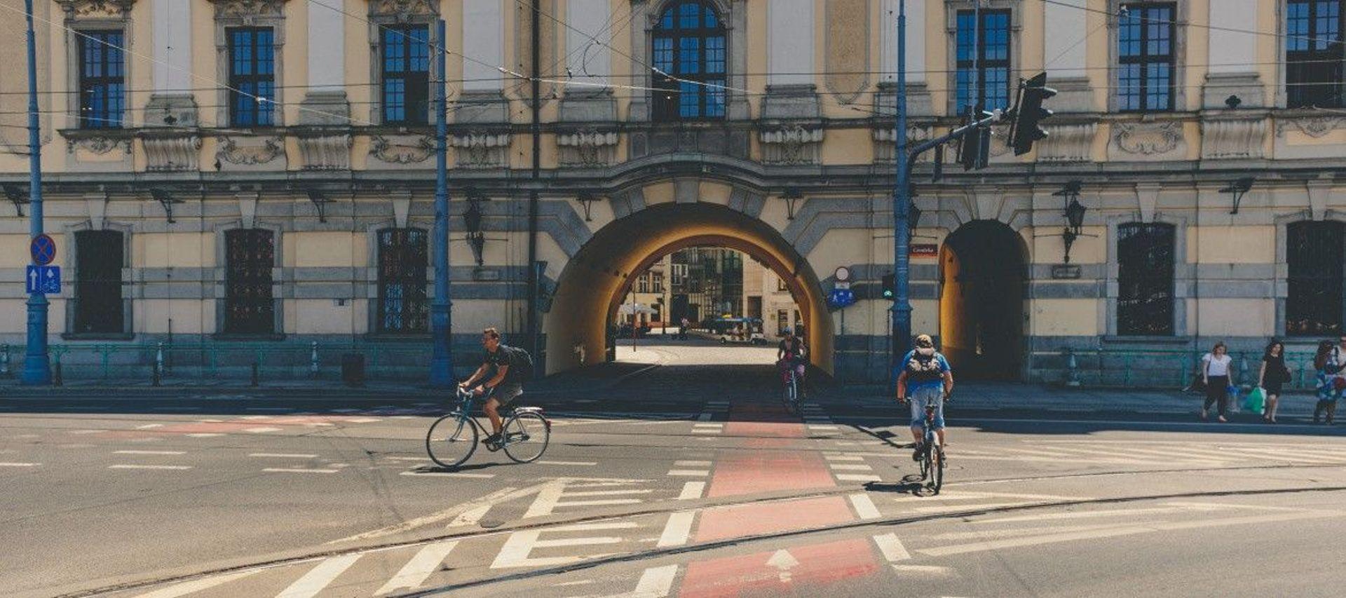 Wrocław: Miasto rozbudowuje sieć dróg rowerowych w sąsiedztwie Dworca Głównego