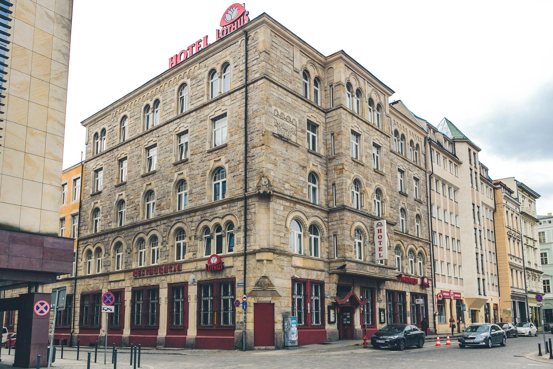 [Wrocław] Politechnika sprzedała zabytkowy hotel przy Wita Stwosza. Wiemy, kto go kupił