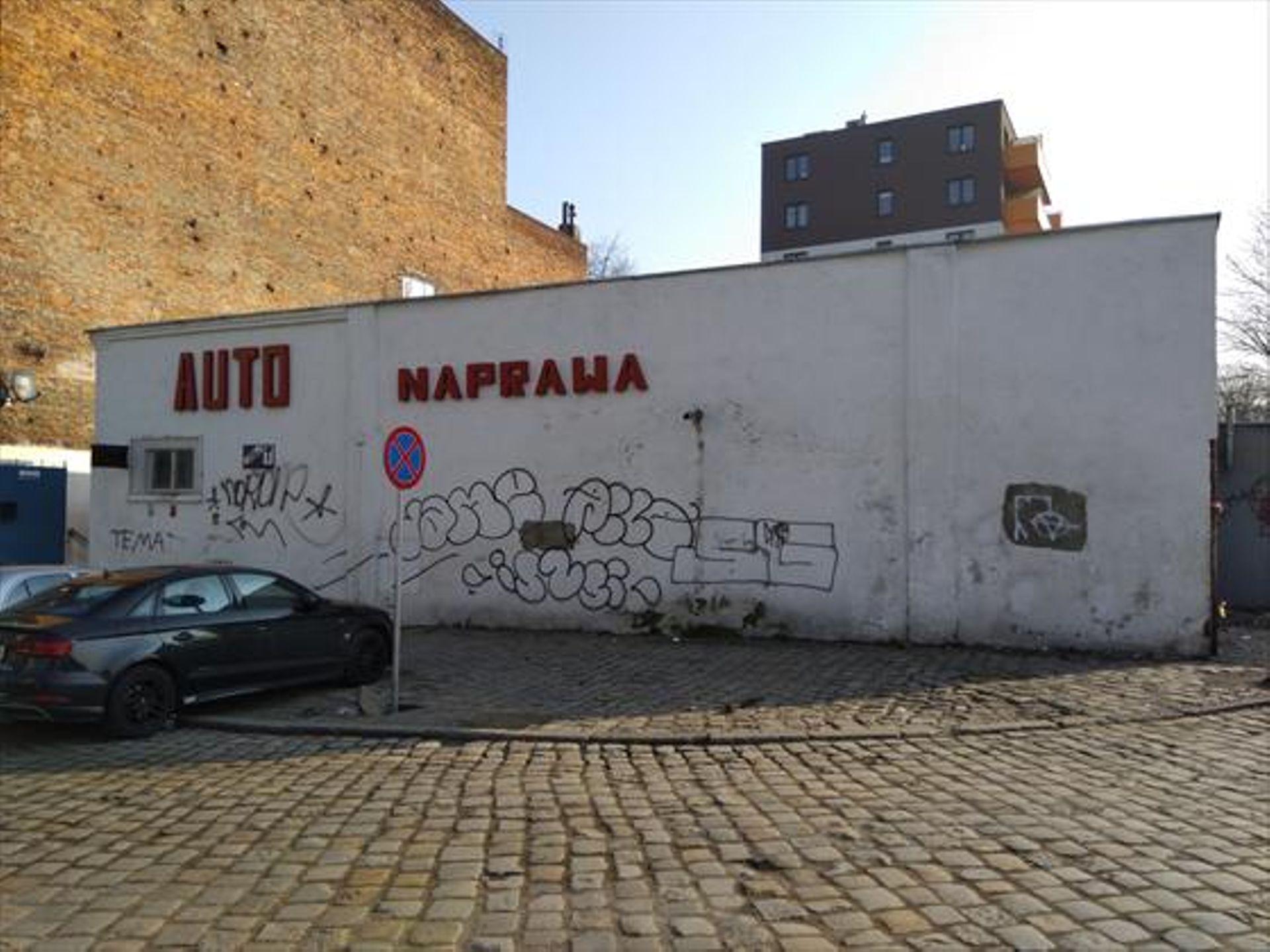 Wrocław: Z sąsiedztwa kamienic zniknie warsztat samochodowy, a powstanie budynek mieszkalny? Jest na sprzedaż