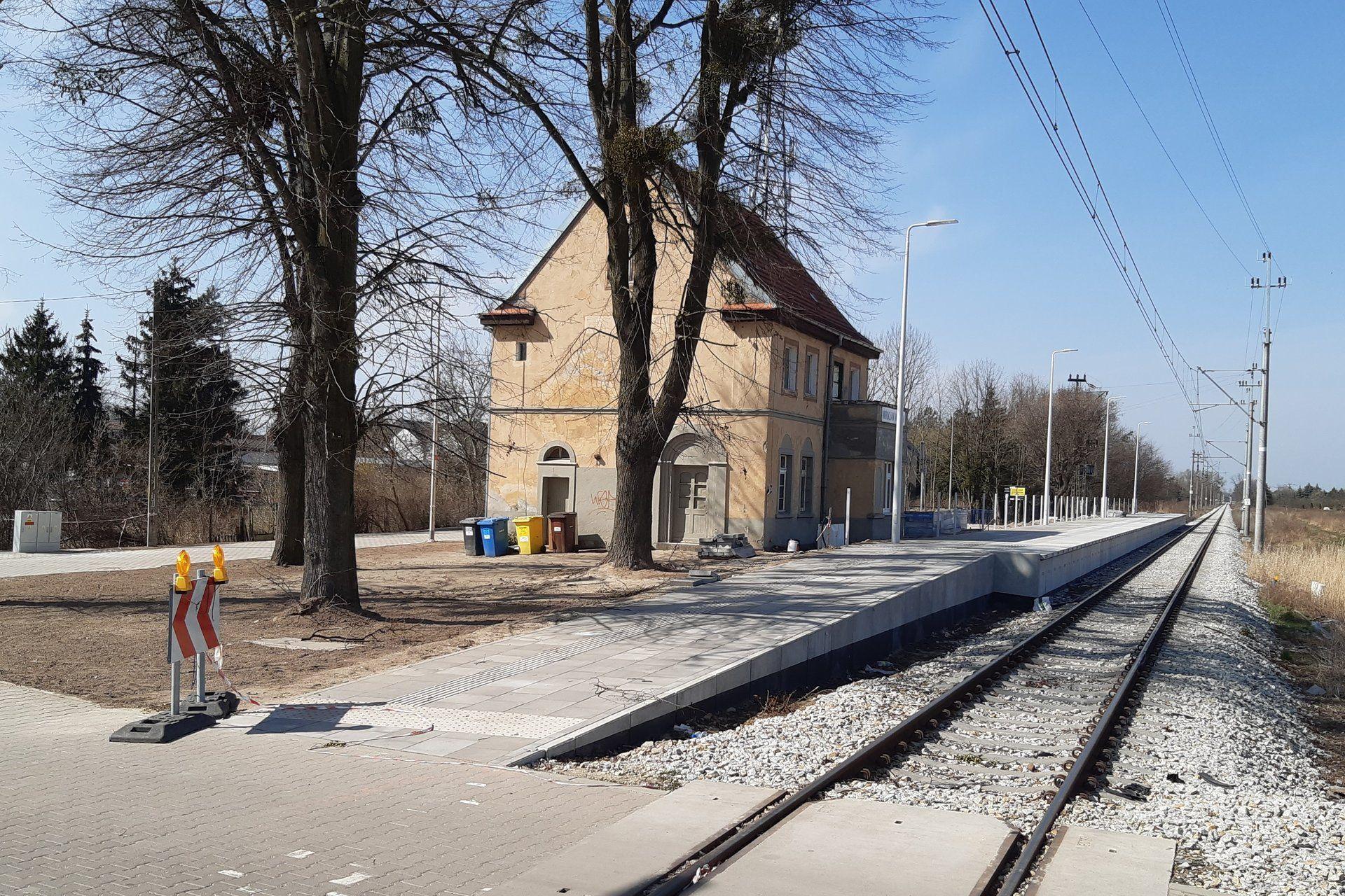 Trwa remont linii kolejowej z Wrocławia Sołtysowic do Jelcza Miłoszyc. Pociągi pasażerskie pojadą pod koniec roku
