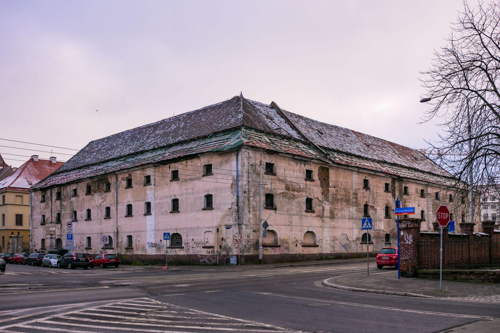 Zabytkowy spichlerz przy Księcia Witolda sprzedany za 40 mln złotych!