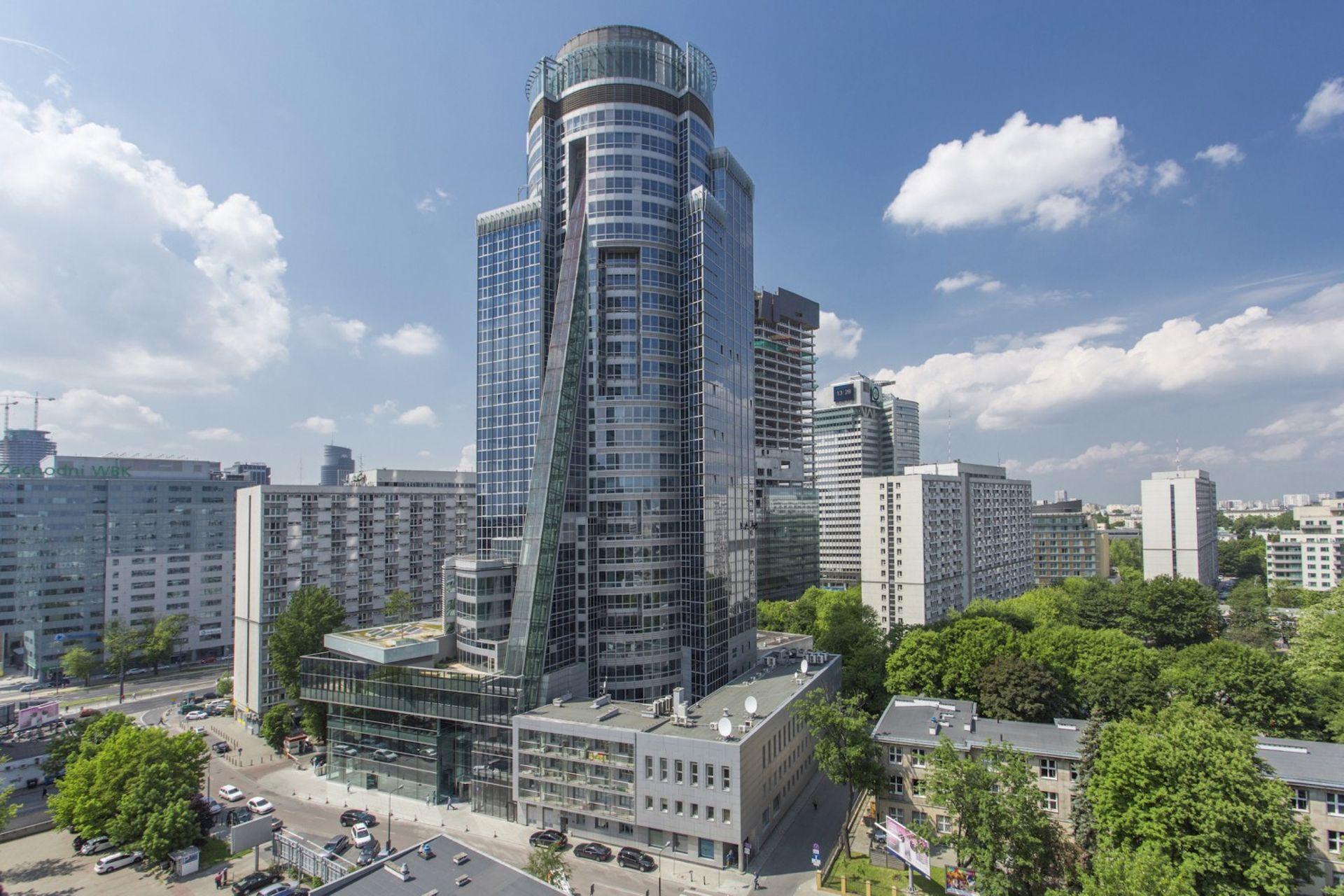 [Warszawa] Biurowiec Spektrum Tower w Warszawie sprzedany