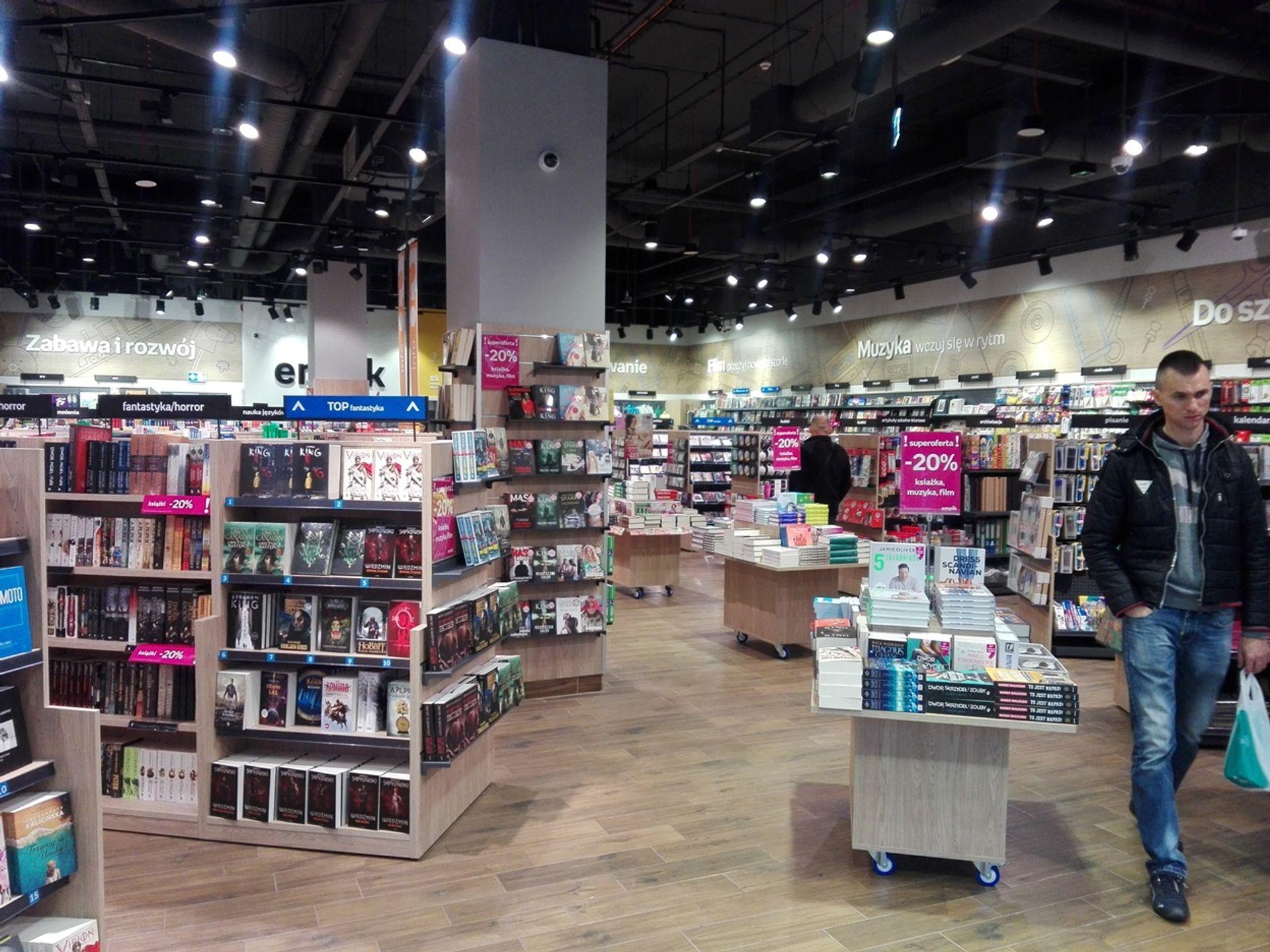 [dolnośląskie] Księgarnia w galerii Nowy Rynek przywitała pierwszych klientów