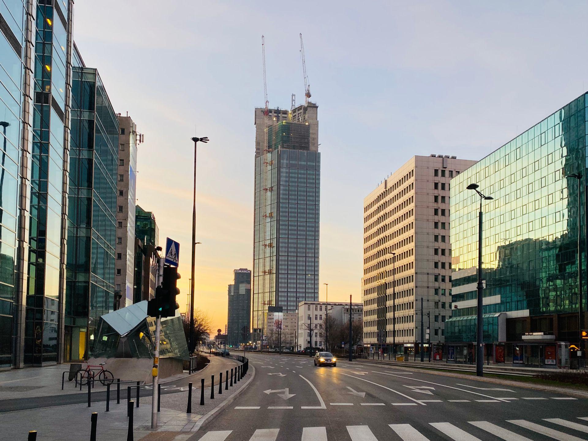 W Warszawie trwa budowa 310 metrowej wieży Varso Tower [ZDJĘCIA + FILM]