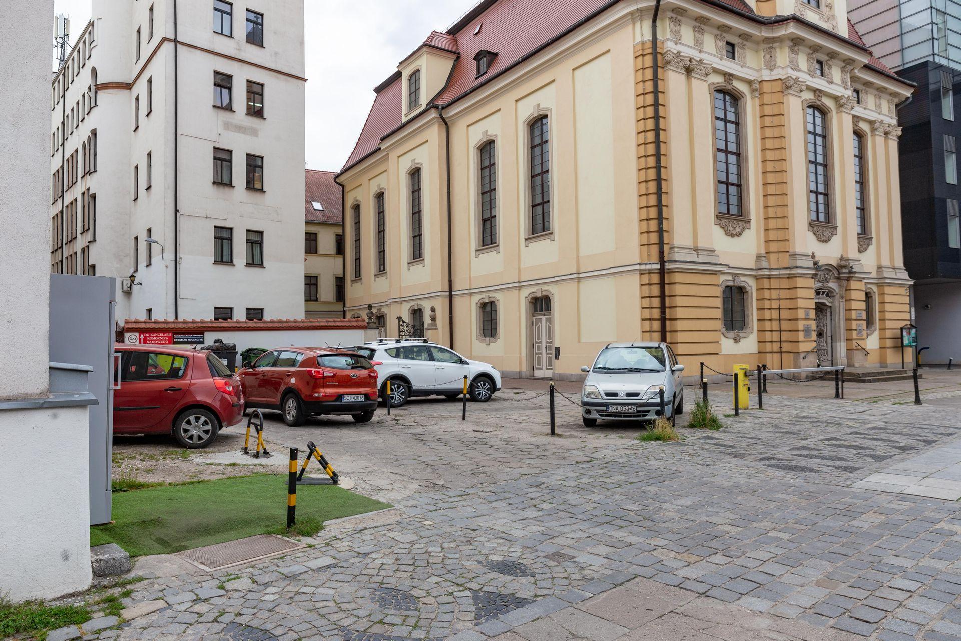 Wrocław: W sąsiedztwie Pałacu Królewskiego przybędzie mieszkań? Miasto planuje sprzedać grunt w centrum