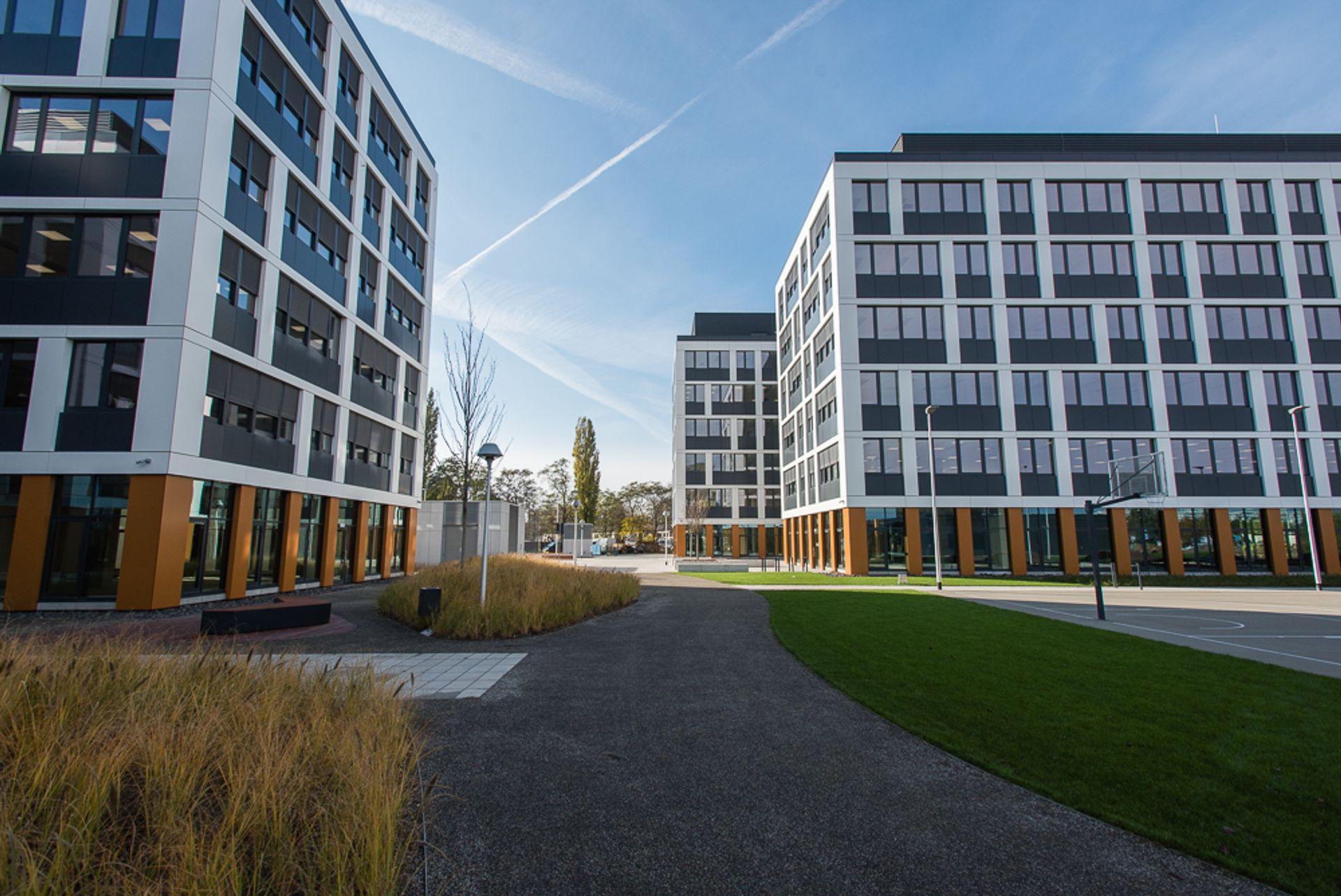 [Wrocław] Przybywa najemców w kompleksie biurowym, który rośnie obok Magnolii