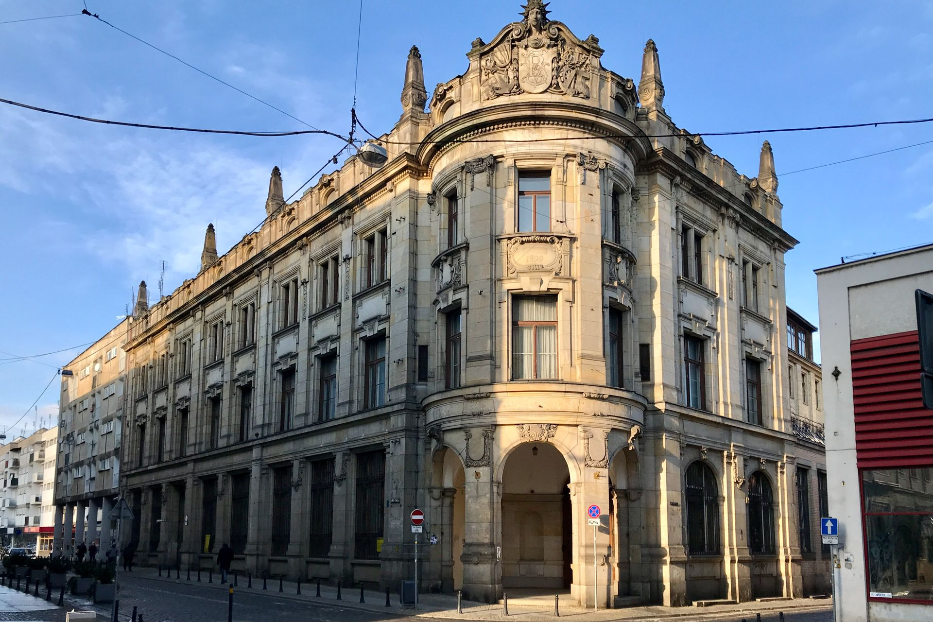 Wrocław: W zabytkowym budynku banku na Starym Mieście powstaną apartamenty hotelowe i biura [WIZUALIZACJE + ZDJĘCIA]
