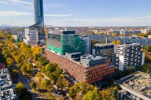 W centrum Wrocławia powstaje 56-metrowy biurowiec MidPoint 71 [FILM + ZDJĘCIA]