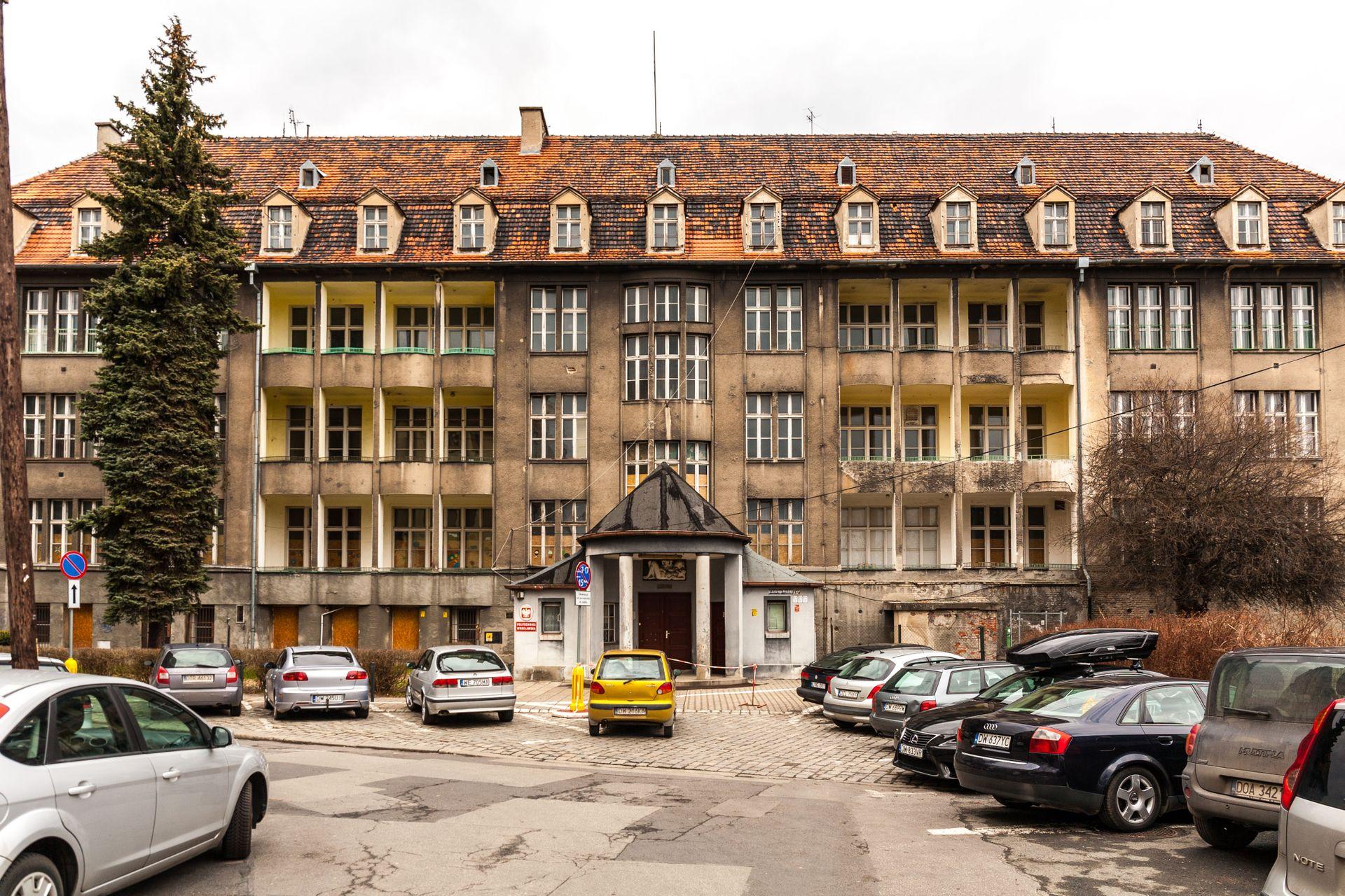 Politechnika Wrocławska wydaje ponad 40 milionów na remont zabytkowej kliniki