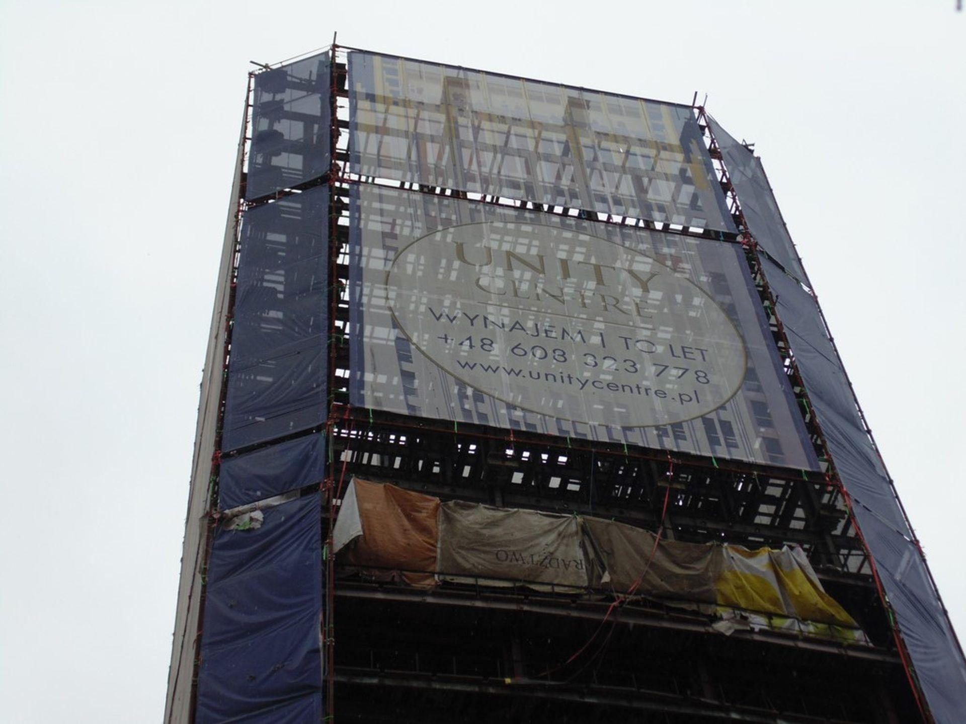 """[Kraków] Wieżowiec w połowie """"wypatroszony"""""""