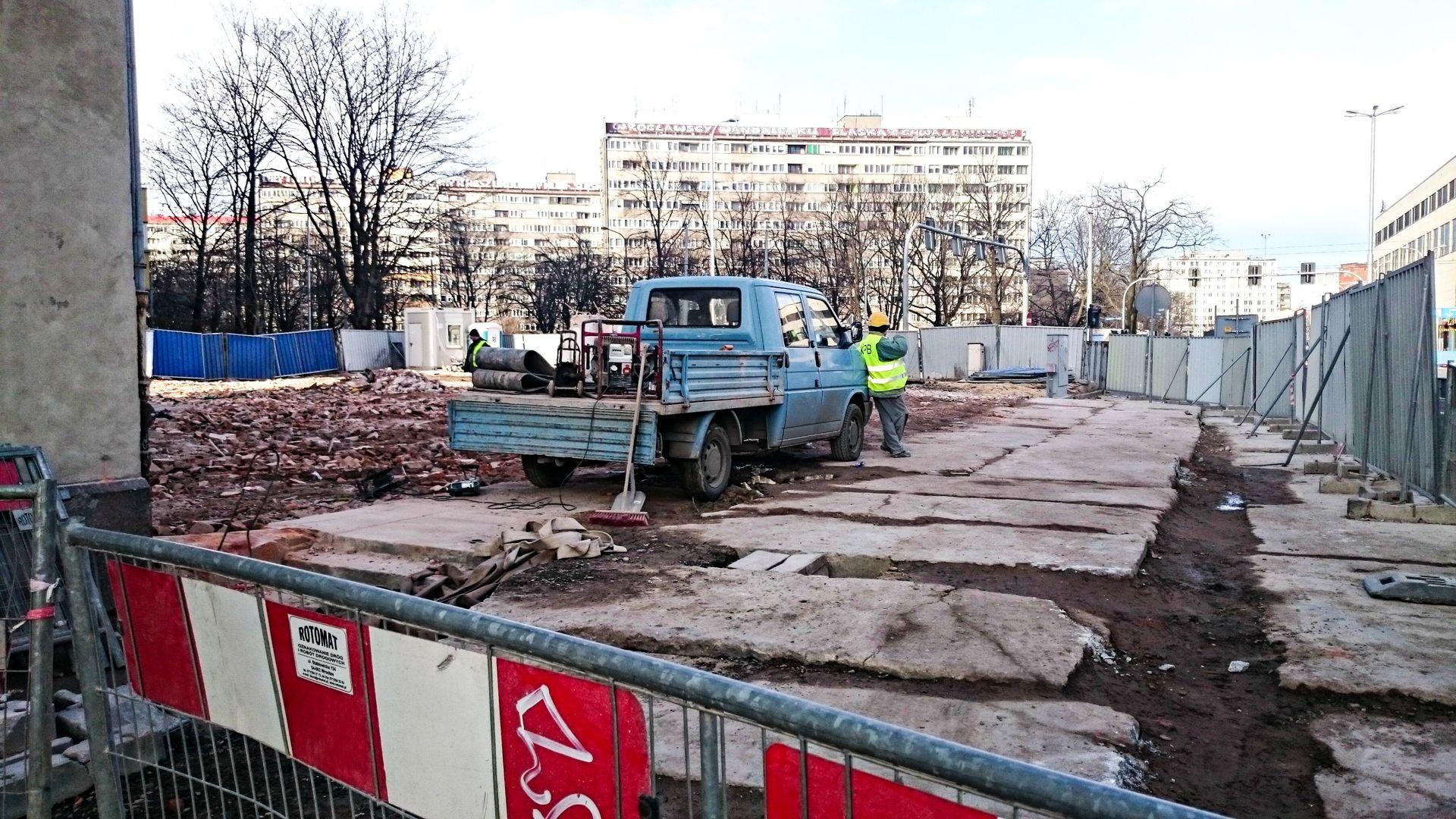 [Wrocław] Po dawnym urzędzie pracy nie ma już śladu. Stanie tam 14-piętrowy biurowiec [FOTO]