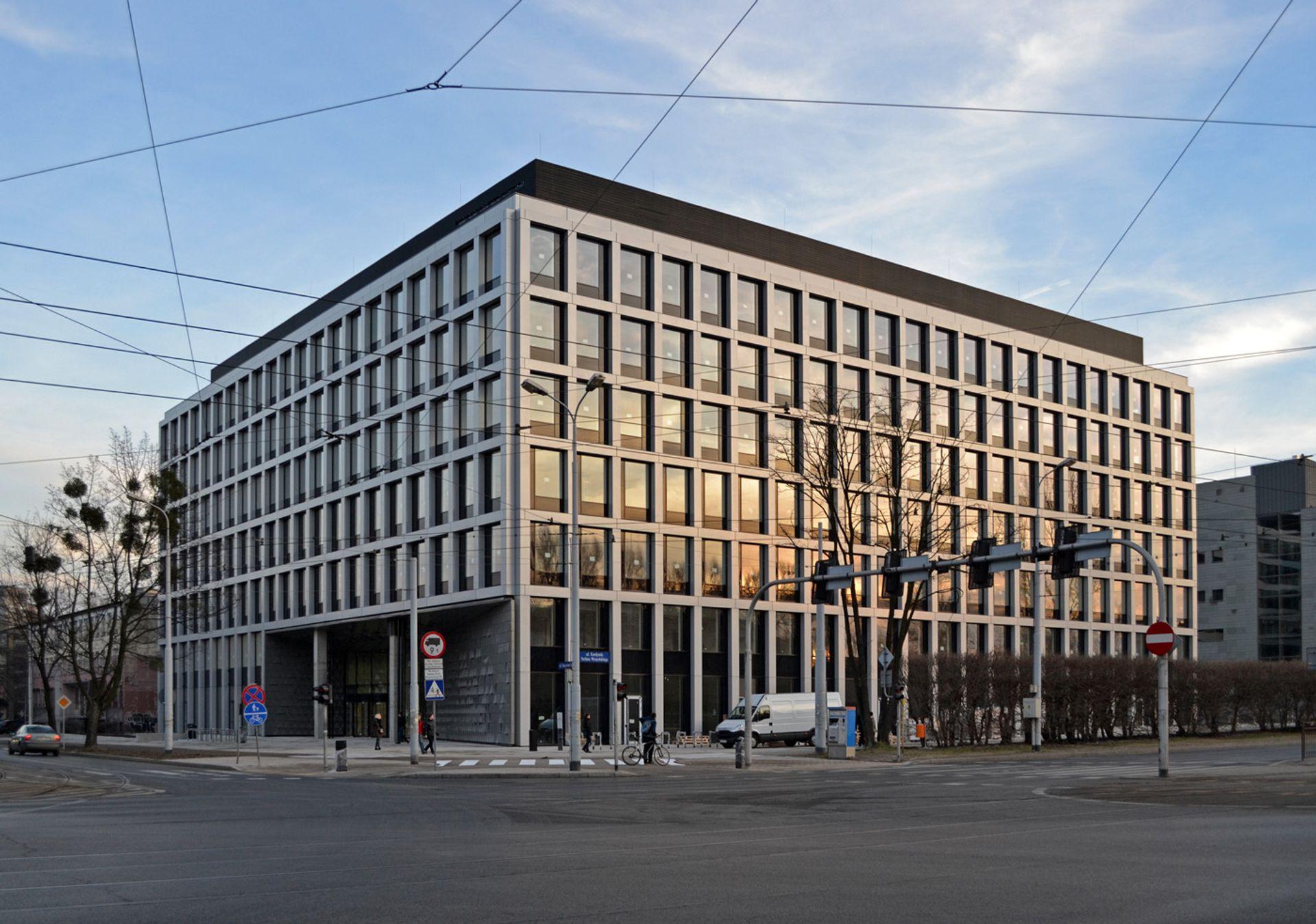[Europa] Wartość transakcji inwestycyjnych zrealizowanych na rynku nieruchomości komercyjnych w Europie Środkowo-Wschodniej w I kw. 2015 r. sięgnęła prawie 1,44 mld euro
