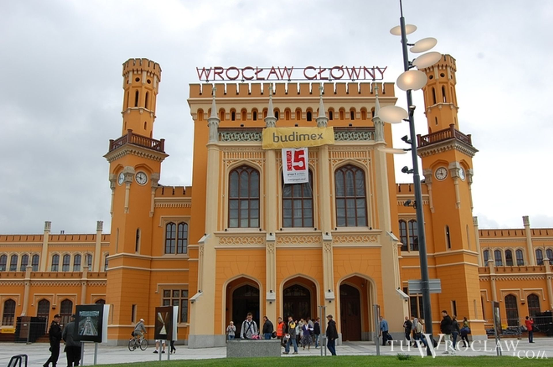 [Wrocław] Wrocławski dworzec pachnie świeżością i robi wrażenie