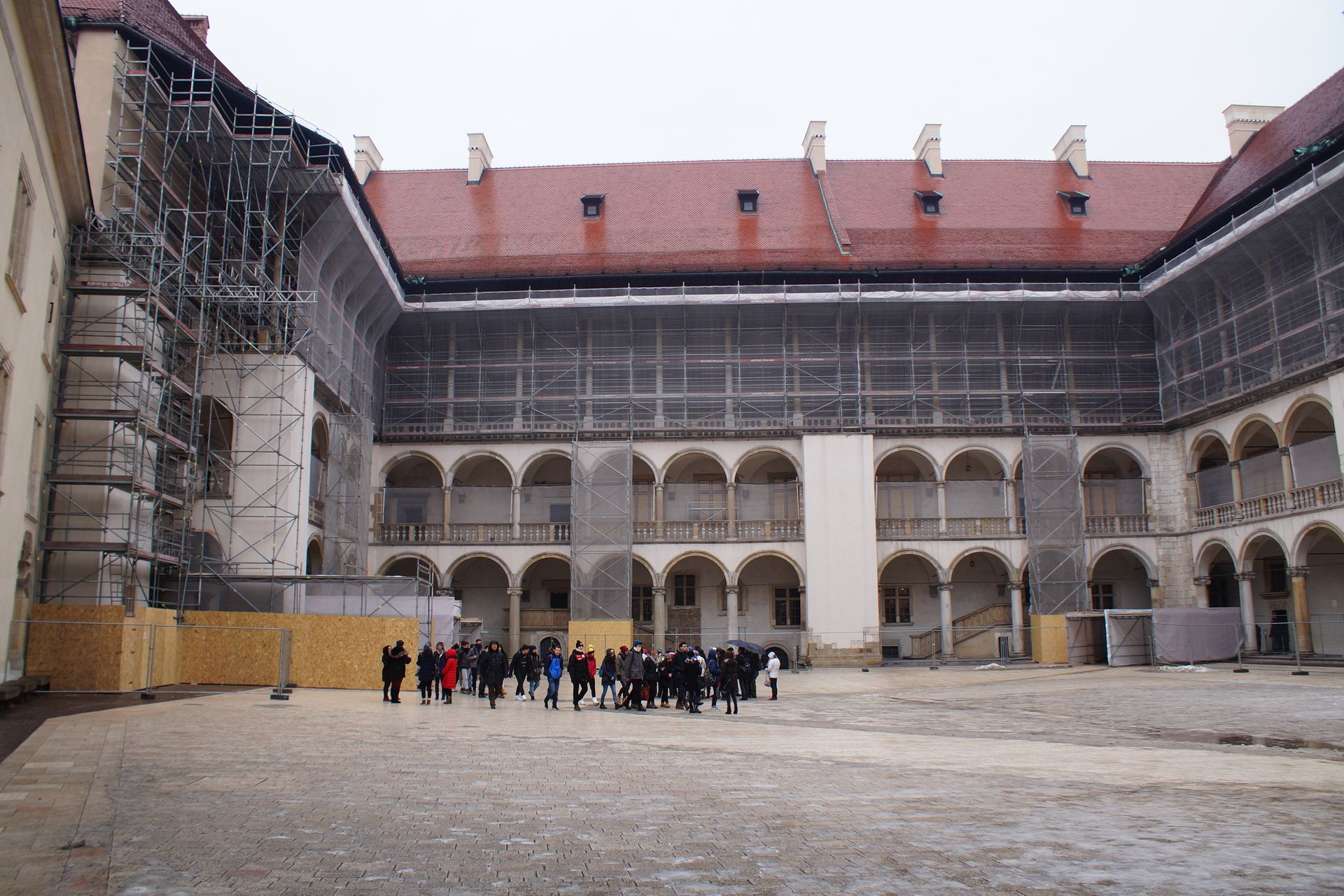 Kraków: Ruszył remont dziedzińca arkadowego na Wawelu