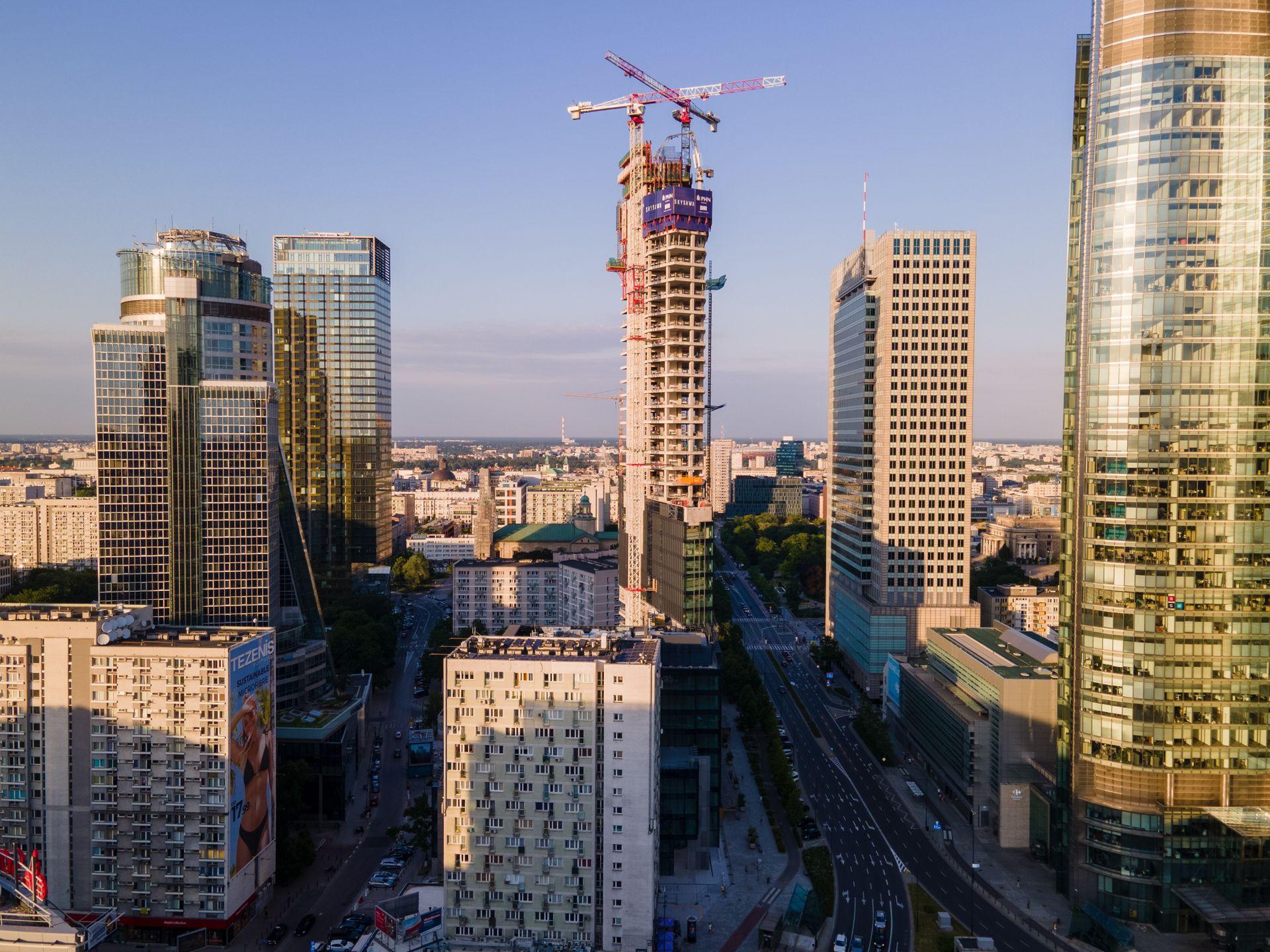 Warszawa: 155-metrowa wieża Skysawa z certyfikatem BREEAM INTERIM na najwyższym poziomie Outstanding [FILM + ZDJĘCIA]