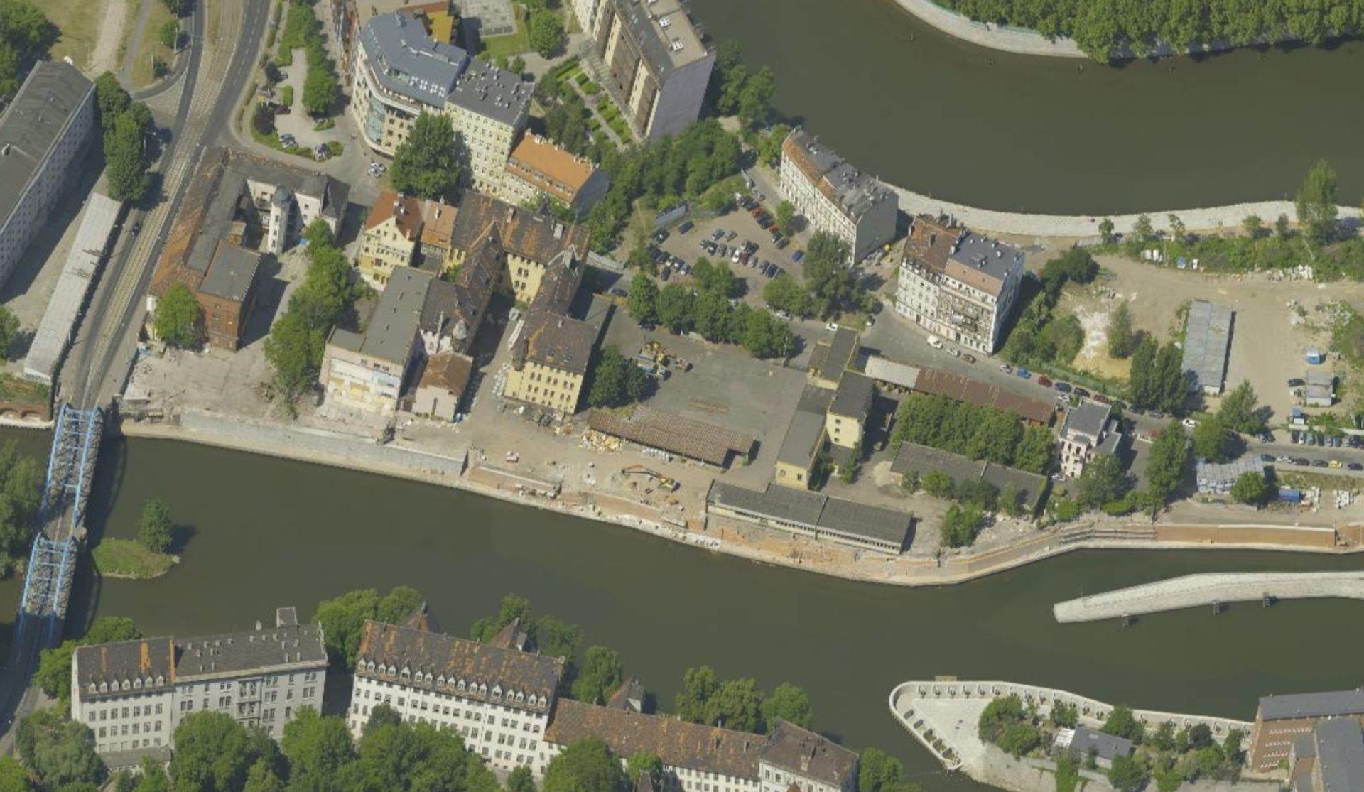 [Wrocław] Dawne policyjne koszary idą pod młotek. Będą tam mieszkania i usługi