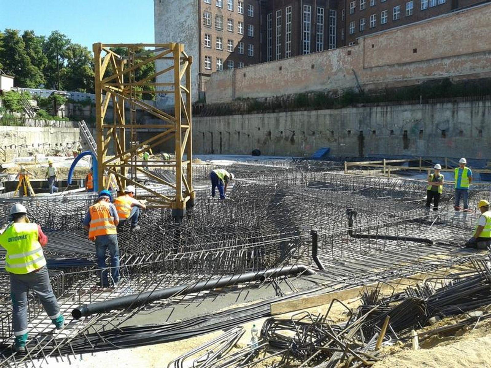 [Wrocław] Na budowie OVO Wrocław trwa betonowanie i zbrojenie