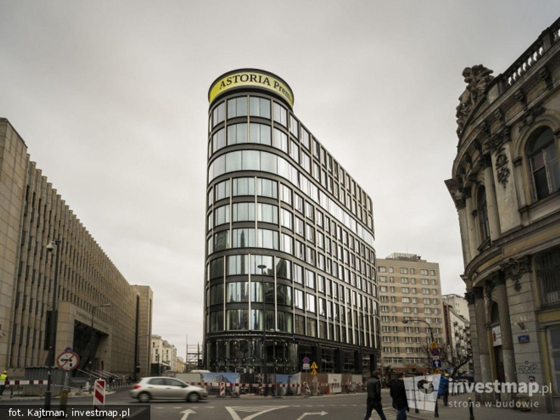 [Warszawa] Fasada biurowca Astoria w pełnej odsłonie