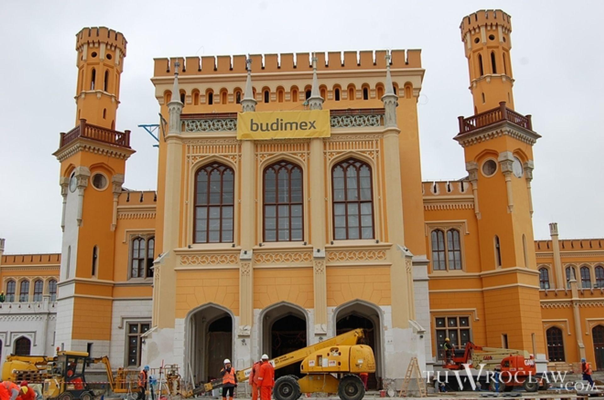 [Wrocław] Finisz modernizacji Dworca Głównego. Jak w ukropie uwija się 1300 budowlańców