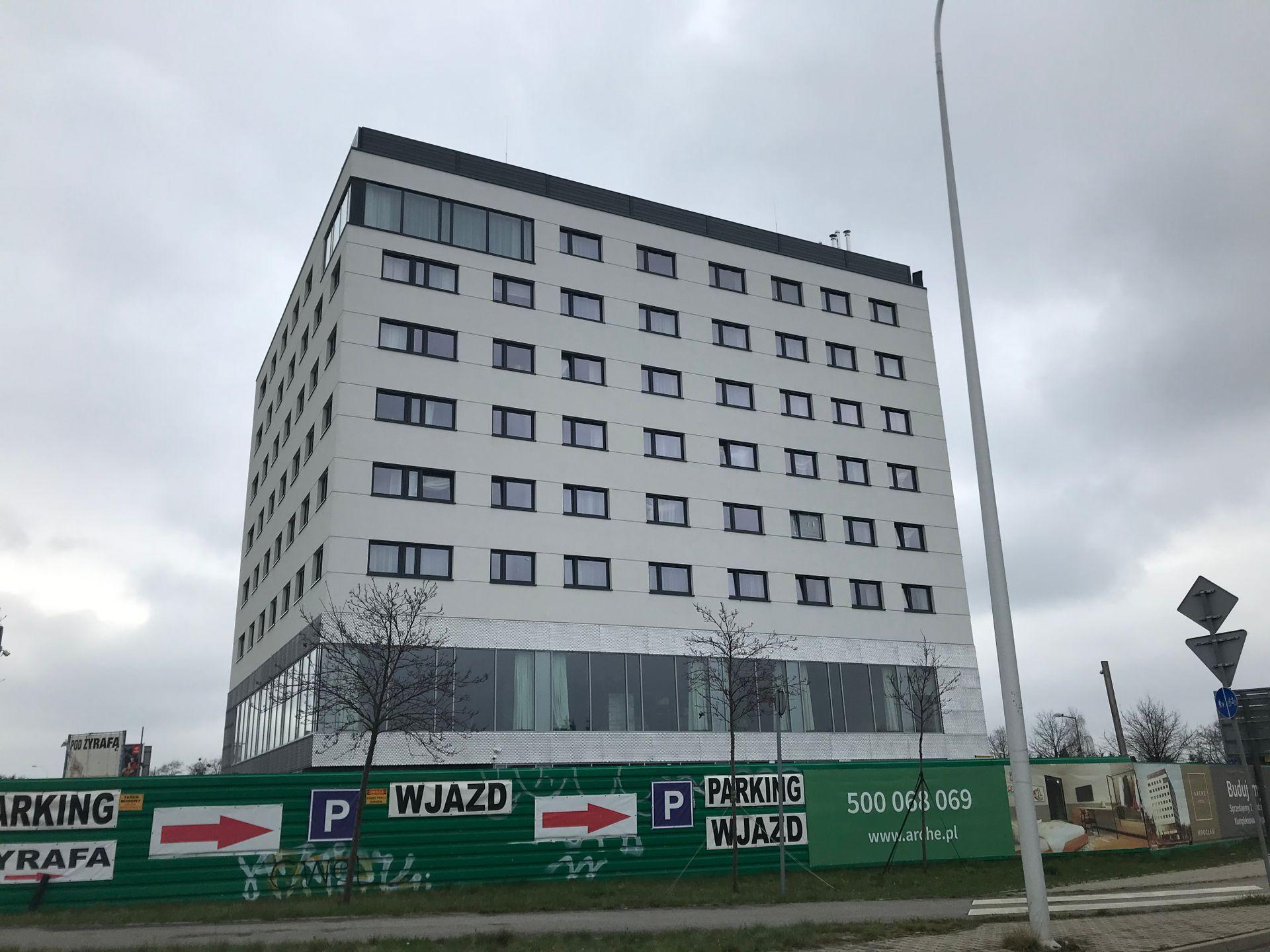 Przy lotnisku we Wrocławiu otwarto nowy hotel [ZDJĘCIA + WIZUALIZACJE]