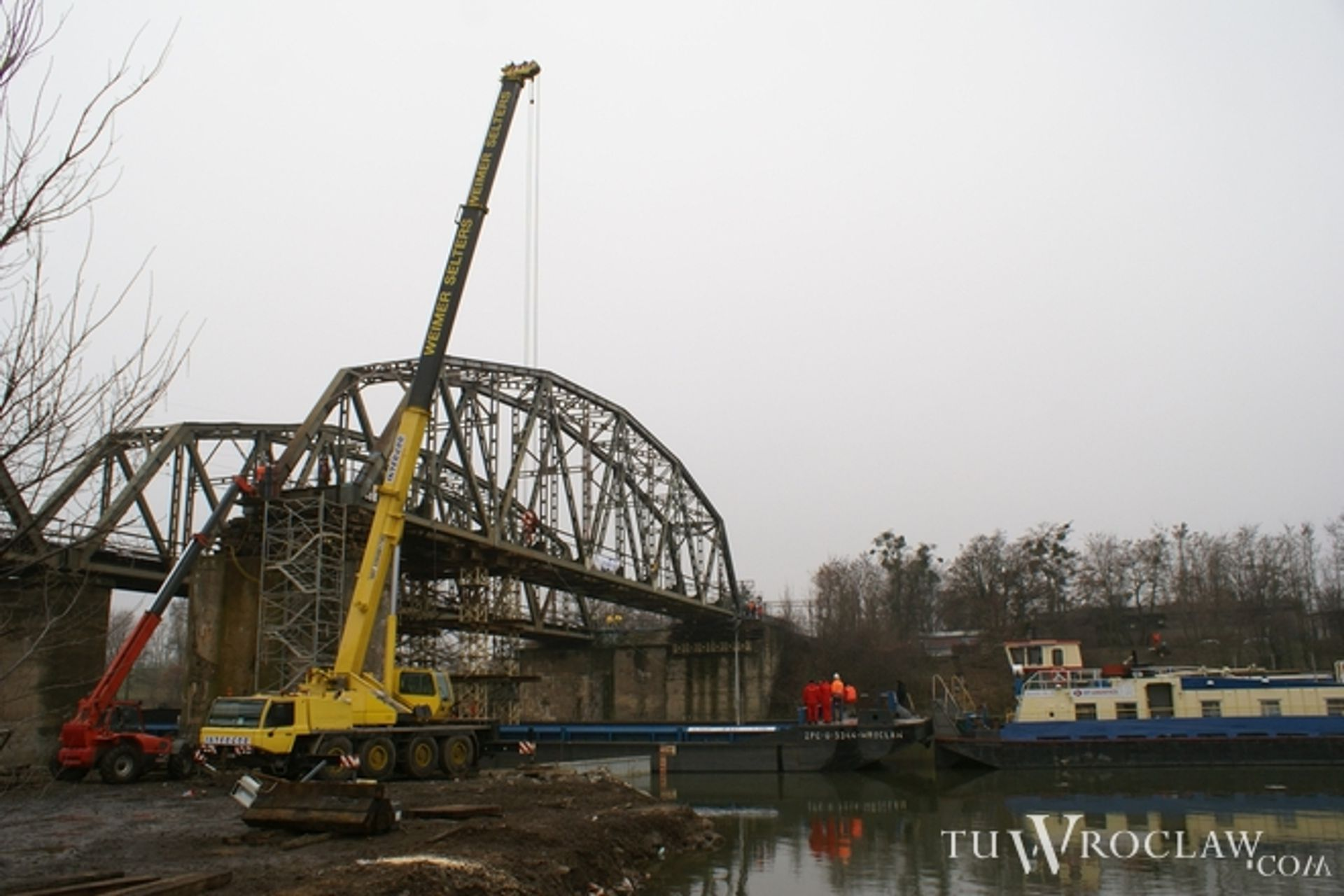 [Wrocław] Modernizacja mostu kolejowego na Osobowicach: zdejmują 200-tonowe przęsło