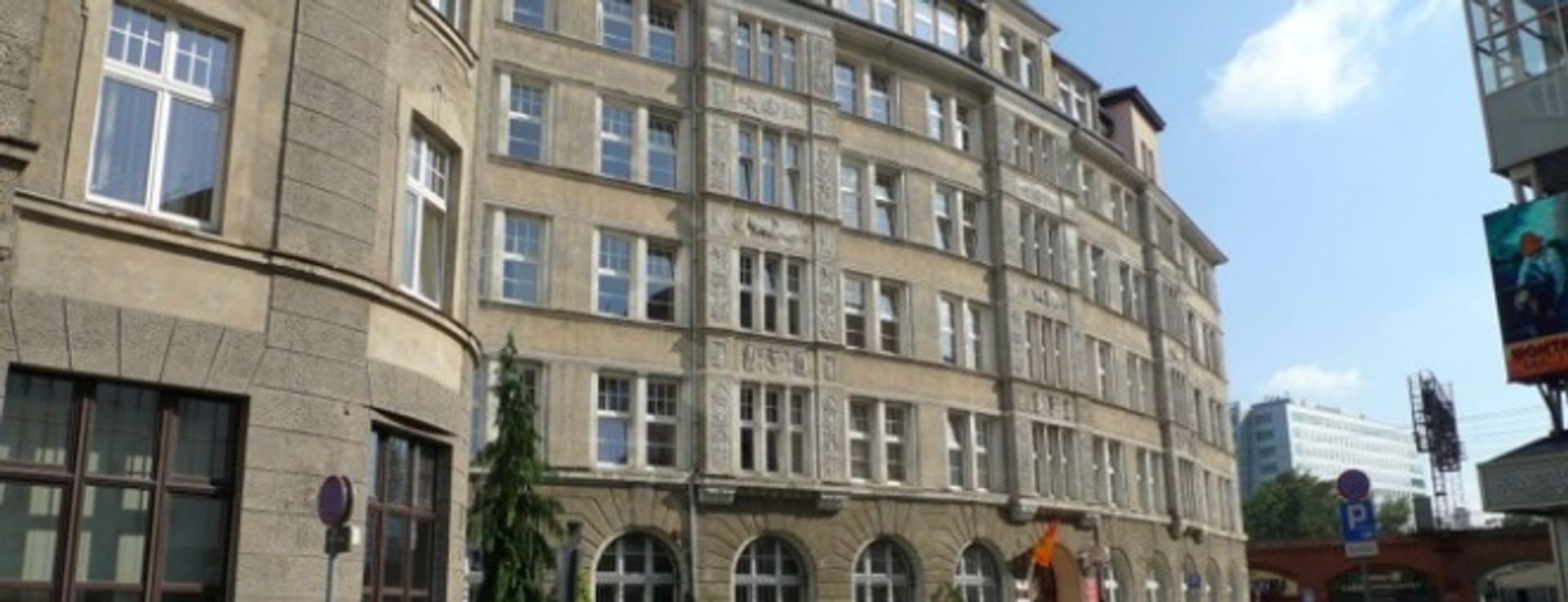 [Wrocław] Nowe okienka w urzędzie na Zapolskiej, który będzie sprzedany