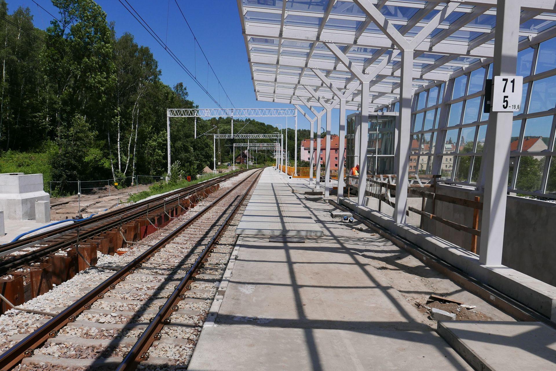 Wałbrzych: Jeszcze w  tym roku pasażerowie skorzystają z nowego przystanku Wałbrzych Centrum