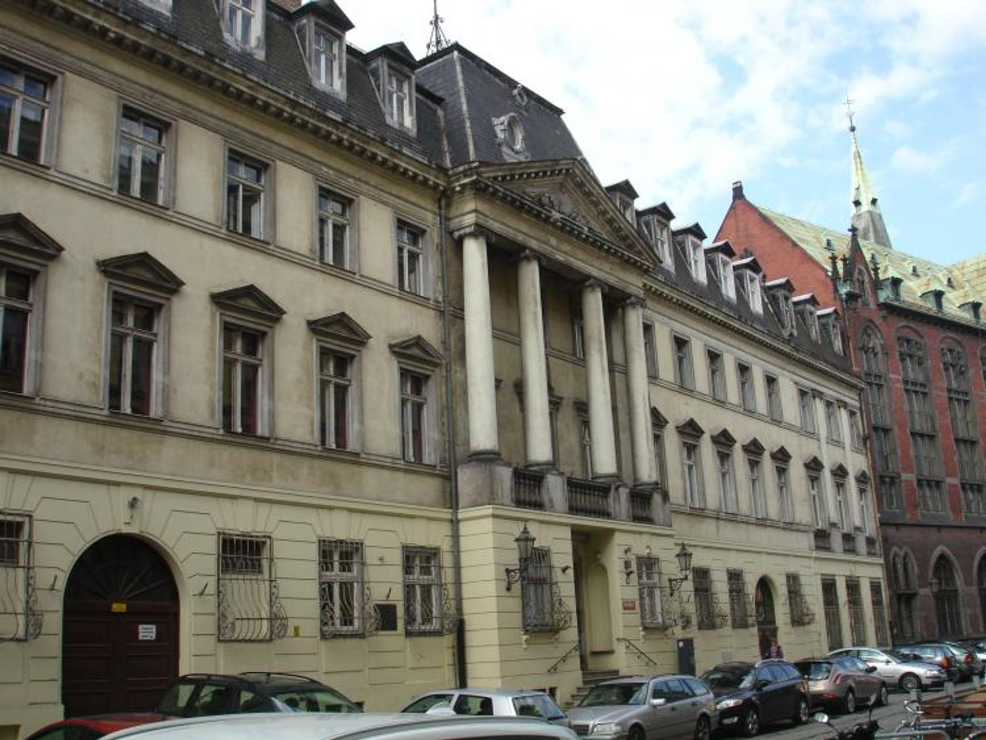 [Wrocław] Uniwersytet sprzedaje zabytkowy pałac i akademik z WUWY